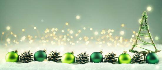 Weihnachten  -  Winterlicher Hintergrund mit Weihnachtsdeko © Floydine