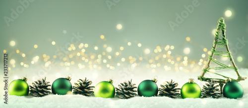 Leinwandbild Motiv Weihnachten  -  Winterlicher Hintergrund mit Weihnachtsdeko