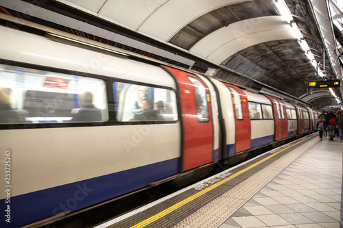 The tube arrives at the station - London subway