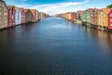 bunte Häuserfassaden an Kanal in Trondheim, Norwegen © Maximilian D.