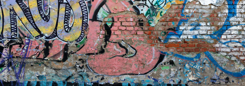 GRAFFITO ROVINATO SU MURO DI MATTONI, GRAFFITO RUINED ON BRICK WALL - 233963469