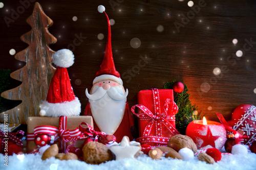 Weihnachtsmann mit Geschenken - Weihnachtskarte  - 233971881