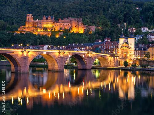 Leinwanddruck Bild Heidelberg Alte Brücke und Schloss am Abend