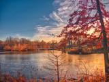 Paisaje de otoño al amanecer en uno de los lagos de Central Park, Nueva York © Helena GH