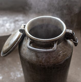 Large metal canister for food in the cold - 234264459