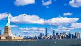 自由の女神とマンハッタンの摩天楼 © oben901