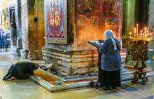 "Постер, картина, фотообои ""Woman praying in Svetitskhoveli Cathedral in Mtskheta, Georgia"""