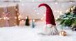 Leinwandbild Motiv Frohe Weihnachten - Kleiner Wichtel zwischen Geschenken, Schnee und weihnachtlicher Dekoration im Winter