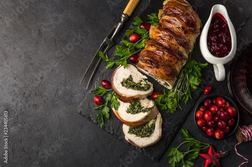 boczek owinięty pierś z indyka nadziewany szpinakiem i serem na świąteczny obiad