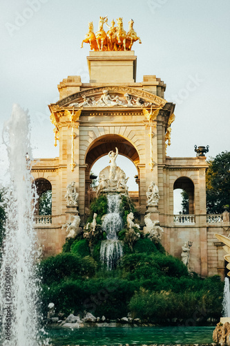 fototapeta na ścianę fountain in barcelona spain