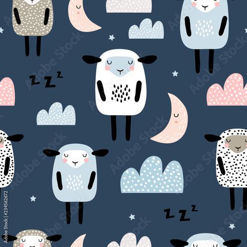 Bezszwowy wzór z ślicznymi sypialnymi caklami, księżyc, chmury. Tło twórczej dobranoc. Idealny do odzieży dziecięcej, tkanin, tkanin, dekoracji przedszkola, papier pakowy. Ilustracja wektorowa