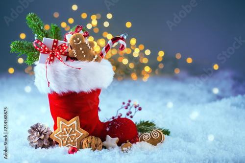Leinwandbild Motiv Nikolaus  -  Gefüllter Stiefel im Schnee