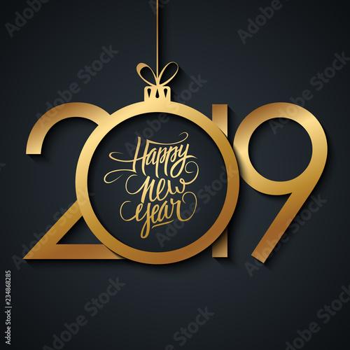 2019 Nowy rok kartkę z życzeniami z odręcznym Szczęśliwego Nowego Roku pozdrowienia i złotym kolorze christmas ball. Ilustracji wektorowych.