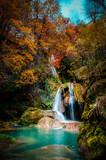 lago y cascada del nacedero del rio urederra en navarra - 235067870