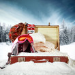 Leinwanddruck Bild - Retro old suitcase in snow and winter landscape