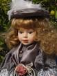 Leinwanddruck Bild - Dekorative, klassisch gekleidete Puppe