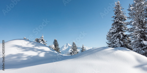Winterpanorama im Zillertal Tirol - 235330819