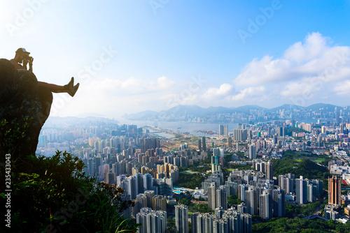 fototapeta na ścianę Man taking photo of a Hong Kong cityscape
