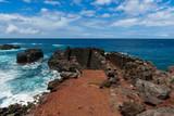 pont de pierre volcanique sur l'océan