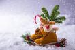 Leinwandbild Motiv Gefüllte Kinderstiefel zum Nikolaus im Schnee