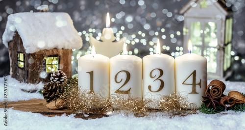 Advent Kerzen Hintergrund Motiv Romantisch Haus - 235777613