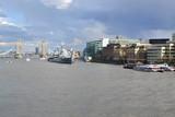 вид с Лондонского моста на Темзу, крейсер Белфаст и Тауэрский мост