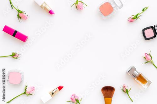 Rose Pink Decorative Cosmetics Frame Lipstick Bulk Eyeshadow And