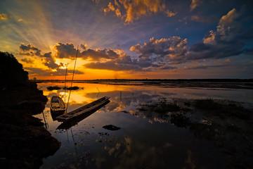 Sonnenuntergang idyllischer See