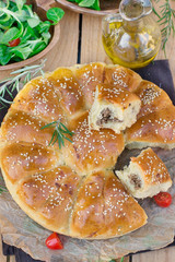 Daisy bread of meat buns stuffed with ground beef