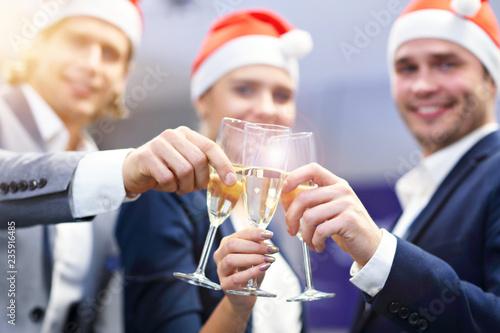 Leinwanddruck Bild Group of business people celebrating success