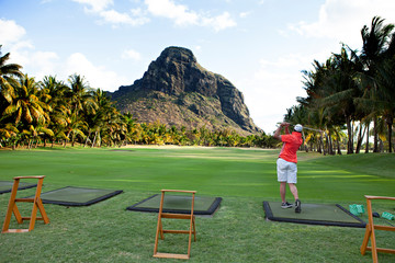 playing golf on the mauritius island