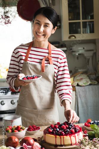 Leinwanddruck Bild Fresh berry cheescake food photography recipe idea