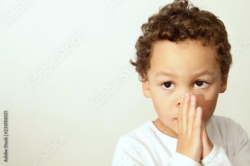Leinwandbild Motiv little boy praying