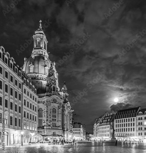 Liebfrauenkirche in Dresden by night - 236255683