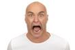 Mann mit Glatze schreit enstetzt