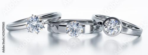 Leinwanddruck Bild 3 Solitär-Diamantringe liegend auf Weiß