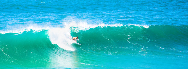 Surfista na onda