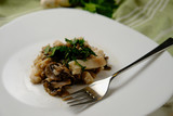 filetto di persico con funghi champignon - 236515018