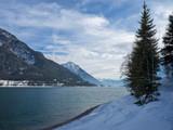 Lac Achen (Achensee) en Autriche vu de Pertisau entouré des massifs des Karwendel et les Alpes de Brandenberg - 236578436