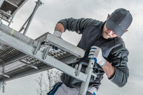 Foto Murales Worker Installing Scaffolding