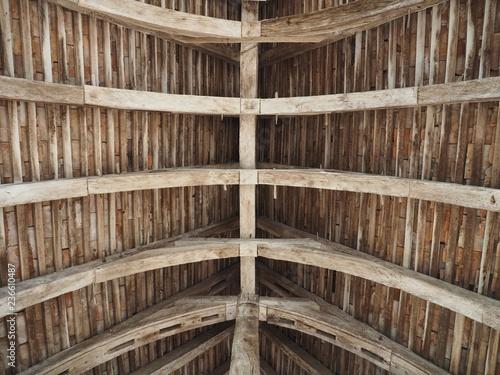 charpente toit église  - 236610487