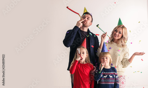 Foto Murales Family blowing party trumpets with confetti