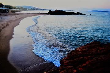 bord de mer cannes eau plage cannes © coriinne
