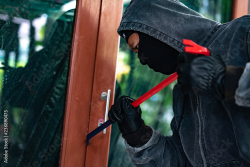 Leinwanddruck Bild Burglar trying to force a door lock using a crowbar