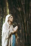 Statue de la vierge Marie - 236936246