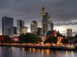 Frankfurt Skyline entzerrt am Abend