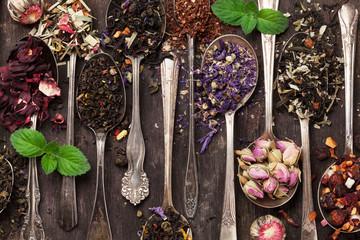 Various tea in spoons. Black, green and red tea © karandaev