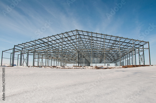 Construction of the building of the panels in the winter. Construction of a metal frame.