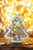 Froehlicher kleiner Weihnachtsbaum - 237191831