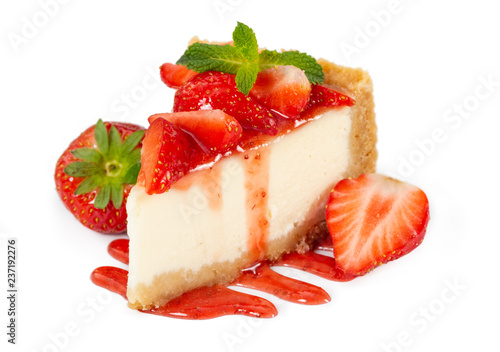 Leinwanddruck Bild Piece of cheesecake with fresh strawberries and mint